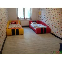 Укладка замковой кварцвиниловой плитки Renaissance в двухкомнатной квартире молодой семьи с двумя детьми
