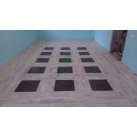 Укладка напольного покрытия в комнате жилого дома